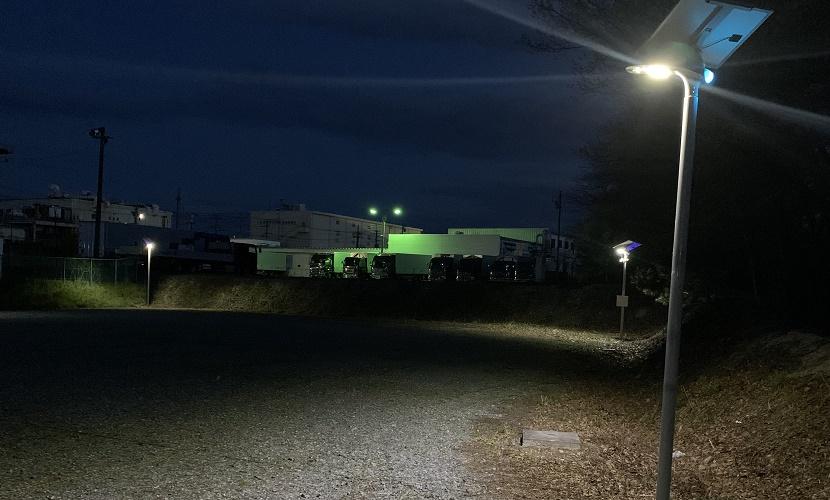 駐車場に設置して光るソーラー外灯ホタル